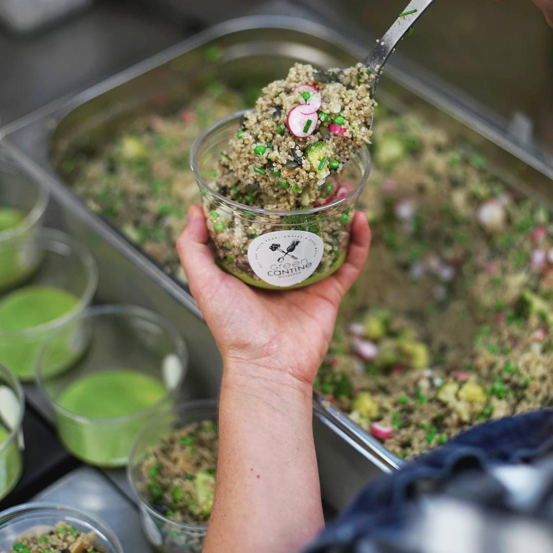 Nos valeurs Green Cantine : des salades préparées dans notre cuisine